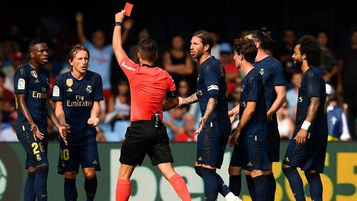 Luka Modric dapat hukuman larangan bertanding satu laga (Foto: Octavio Passos/Getty Images)