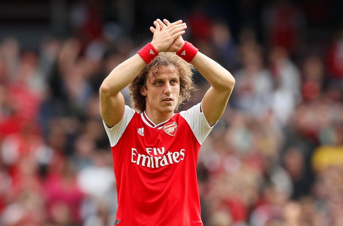Soccer Football - Premier League - Arsenal v Burnley - Emirates Stadium, London, Britain - August 17, 2019  Arsenals David Luiz applauds the fans after the match   REUTERS/David Klein  EDITORIAL USE ONLY. No use with unauthorized audio, video, data, fixture lists, club/league logos or