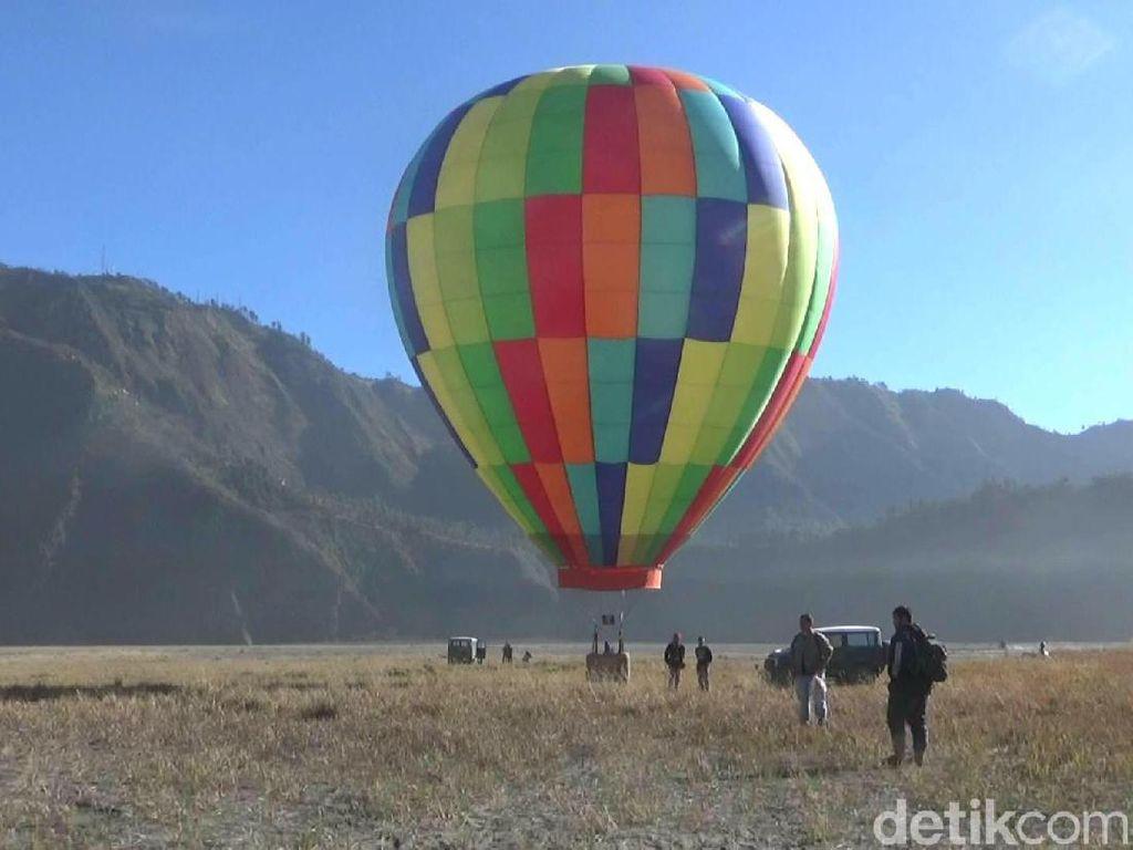 Yang Baru di Bromo: Terbang Naik Balon Udara
