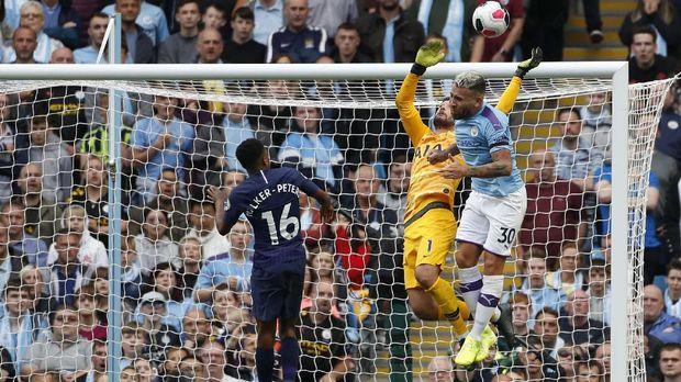 Man City berupaya mengejar Liverpool di puncak klasemen.