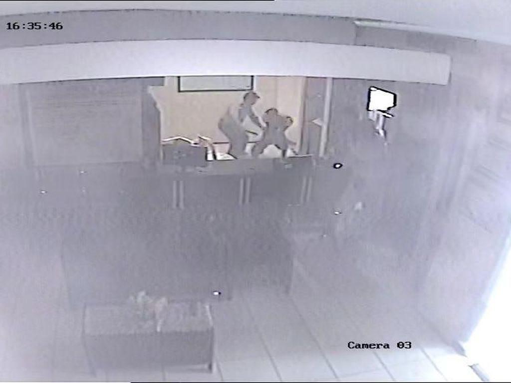 Detik-detik Penyerangan Polsek Wonokromo
