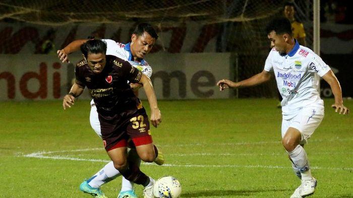 PSM Makassar akan menjamu PS Tira Persikabo dalam lanjutan Liga 1 hari ini (Abriawan Abhe/ama/Antara)