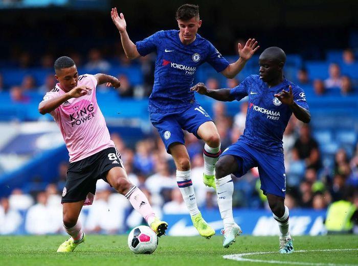 Chelsea belum juga meraih kemenangan di awal musim ini. Malam tadi The Blues diimbangi Leicester City 1-1.