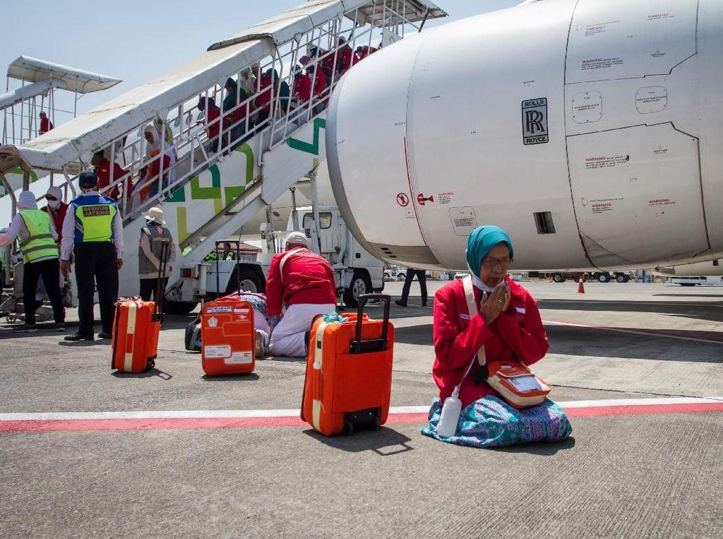 Selamat! Ribuan Jemaah Haji Kloter Pertama Kembali ke Indonesia