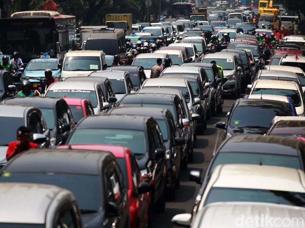 Pajak Biaya Balik Nama Kendaraan DKI Jakarta Naik 12,5%