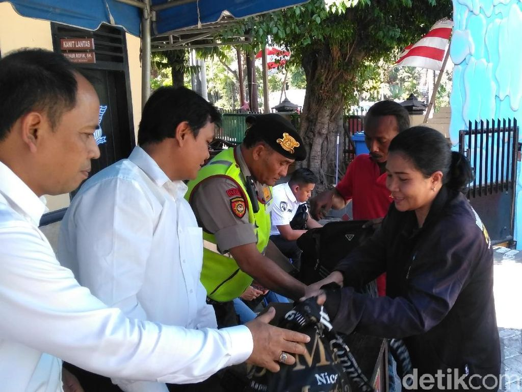 Pasca Polsek Wonokromo Diserang, Barang Bawaan Pengunjung Diperiksa