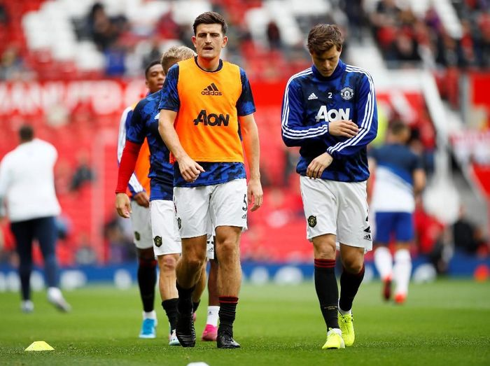 Pemain Manchester United, Harry Maguire dan Victor Lindelof. (Foto: Jason Cairnduff/Action Images via Reuters)
