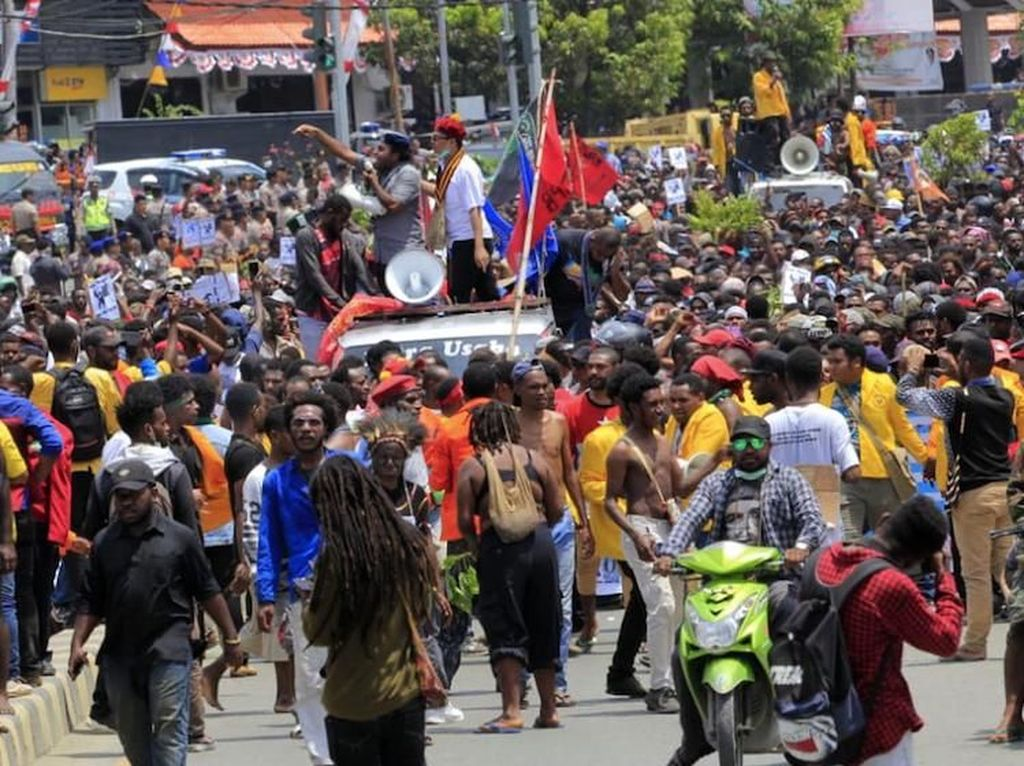 Massa di Jayapura Gelar Aksi Long March