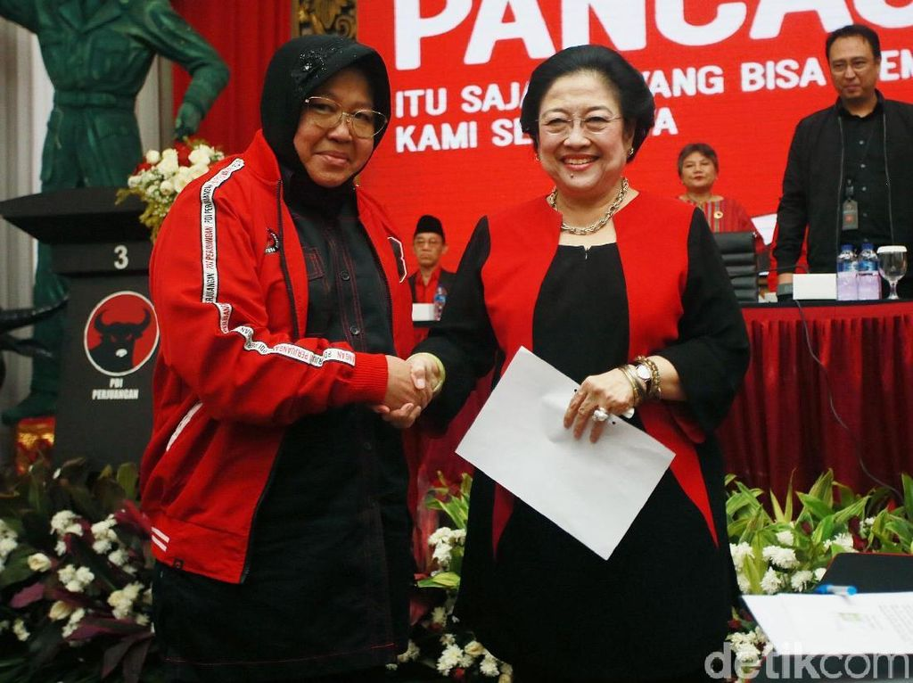Momen Megawati Lantik Risma Jadi Ketua DPP PDIP
