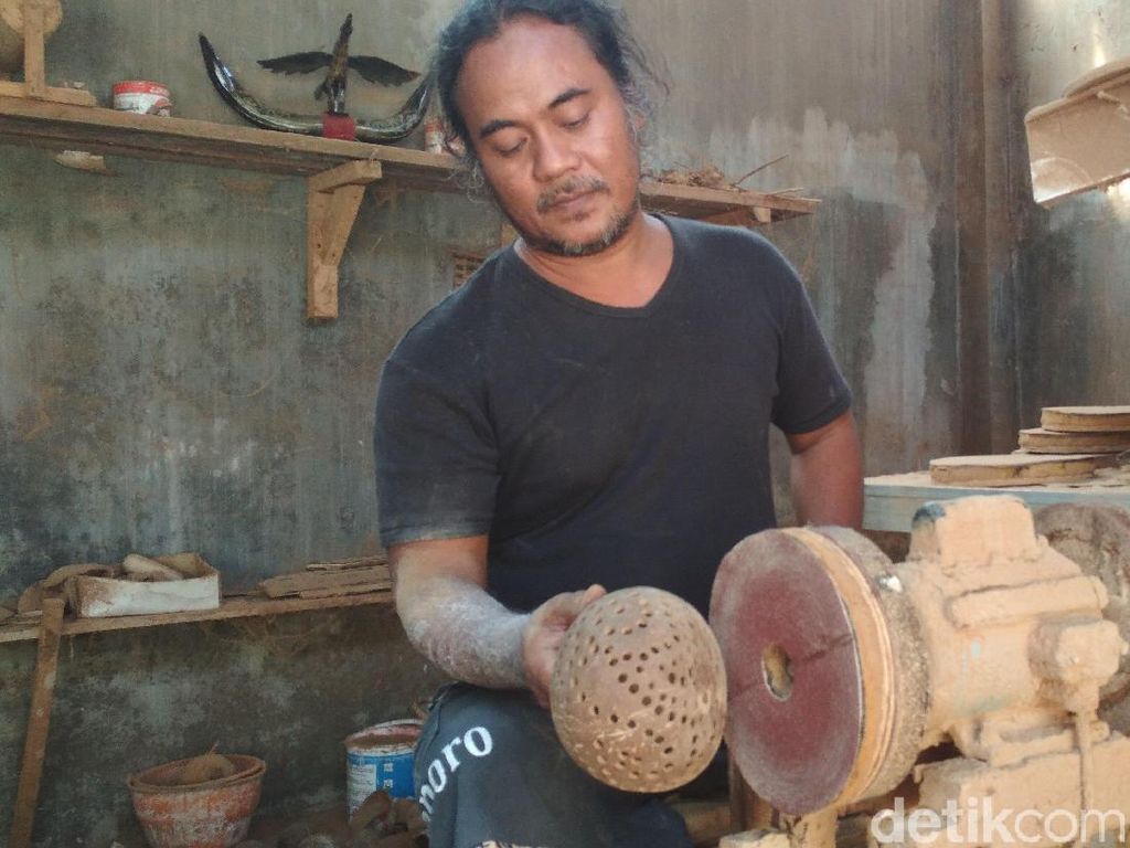 Keren, Kerajinan Batok Kelapa Blitar Tembus Pasar Dunia