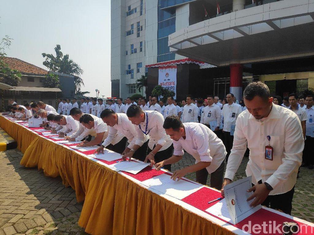 Wujudkan Zona Antikorupsi, 254 Pegawai LPSK Tanda Tangani Pakta Integritas