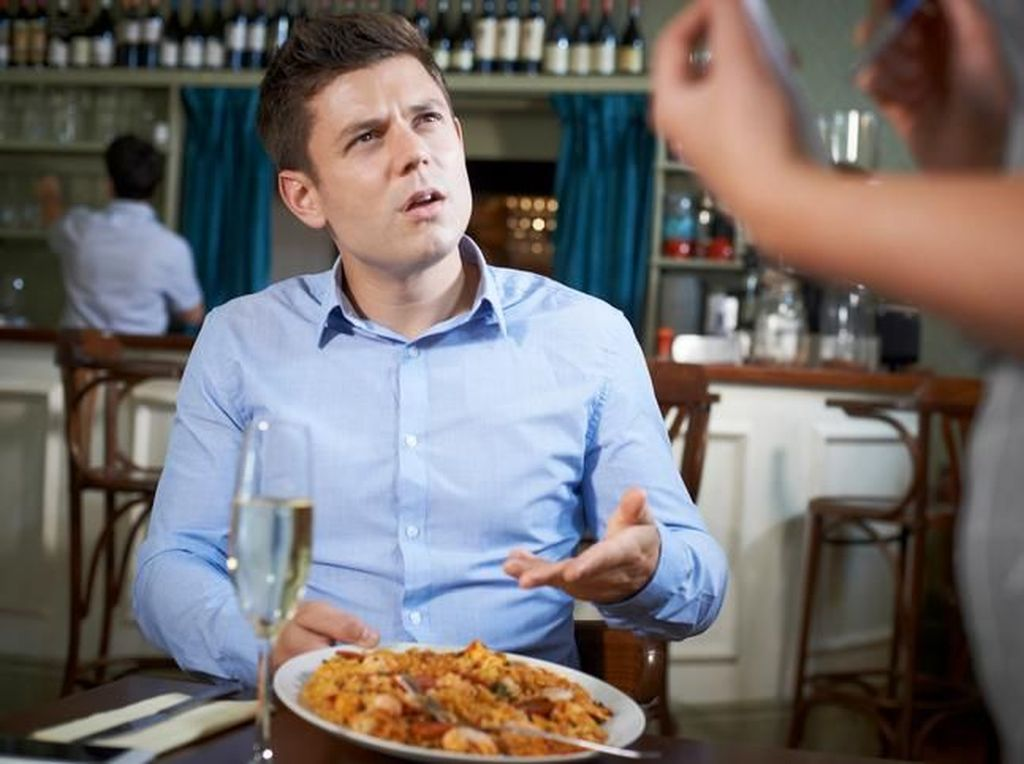 Kesal Pelayanannya Lama, Pengunjung Resto Ini Tembak Pelayan!