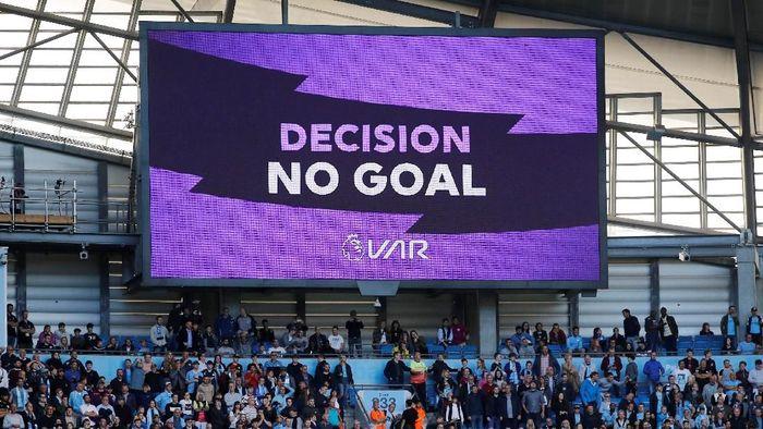 Gol kemenangan Manchester City dianulir VAR karena ada handball (Phil Noble/Reuters)