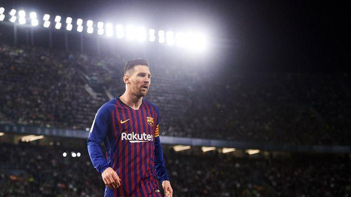 Gol Lionel Messi ke gawang Real Betis 17 Maret 2019 jadi kandidat peraih Puskas Award 2019 (Aitor Alcalde/Getty Images)