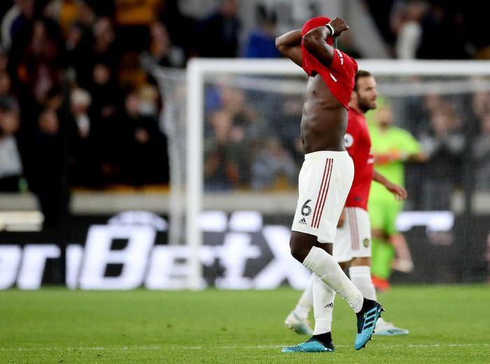 Paul Pogba gagal mengeksekusi penalti saat Manchester United diimbangi Wolverhampton Wanderers 1-1. (Foto: Carl Recine/Action Images via Reuters)