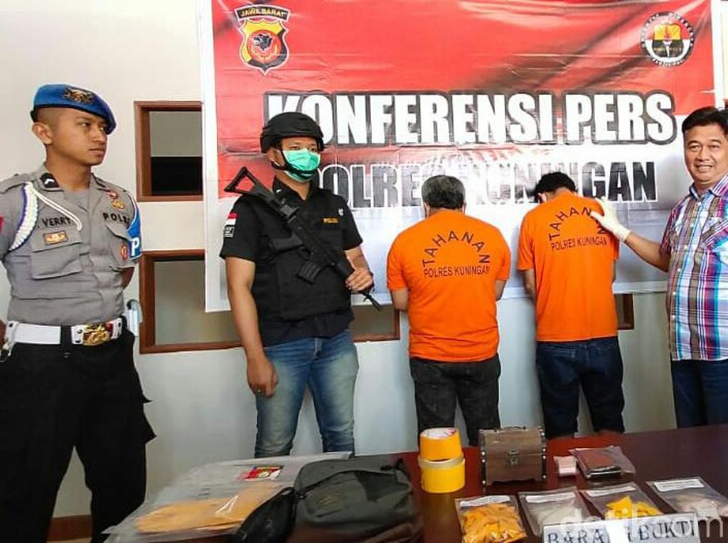 Polres Kuningan Tangkap 2 Residivis Pemilik 2 Ons Sabu