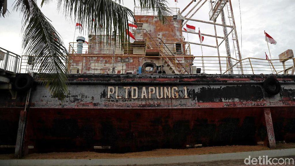 Melihat Lebih Dekat Situs Tsunami PLTD Apung di Aceh