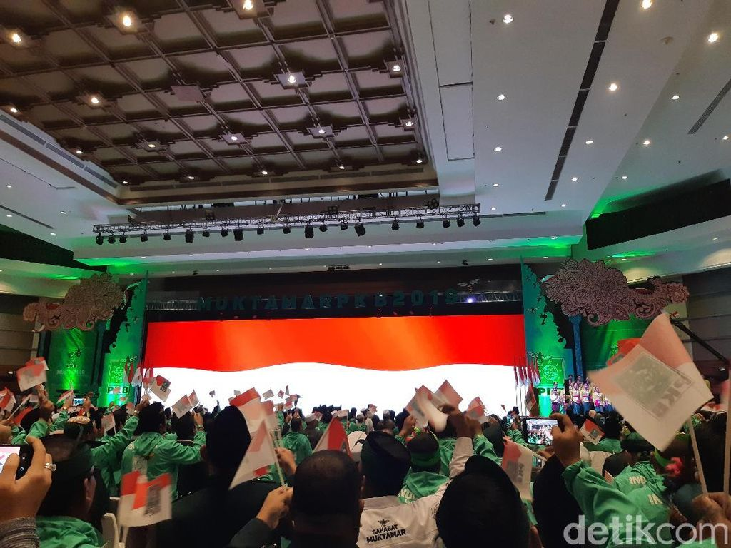 Berbaju Adat Bali, Jokowi Hadiri Muktamar V PKB di Nusa Dua
