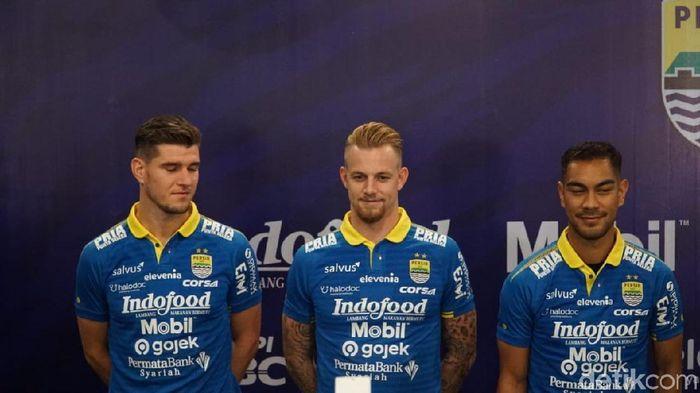 Nick Kuipers, Kevin van Kippersluis, Omin Nazari  tiga pemain rekrutan Persib Bandung. (Dony Indra Ramadhan/detikSport)