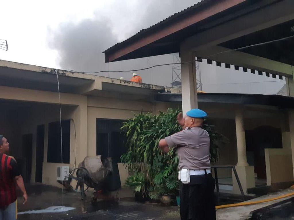 Penampakan Kebakaran di Ruang Bawah Tanah Polda Metro Jaya