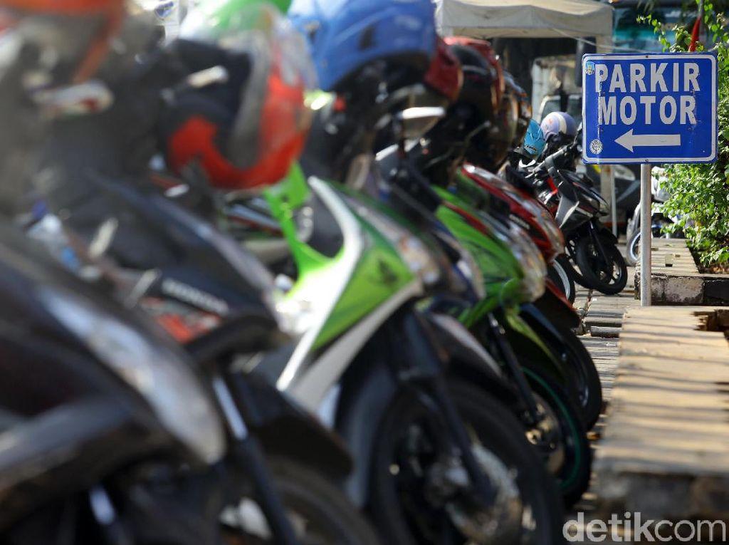 Perda Pajak Parkir-Penerangan Jalan Umum Disahkan, Anies: Pajak Parkir Jadi 30%