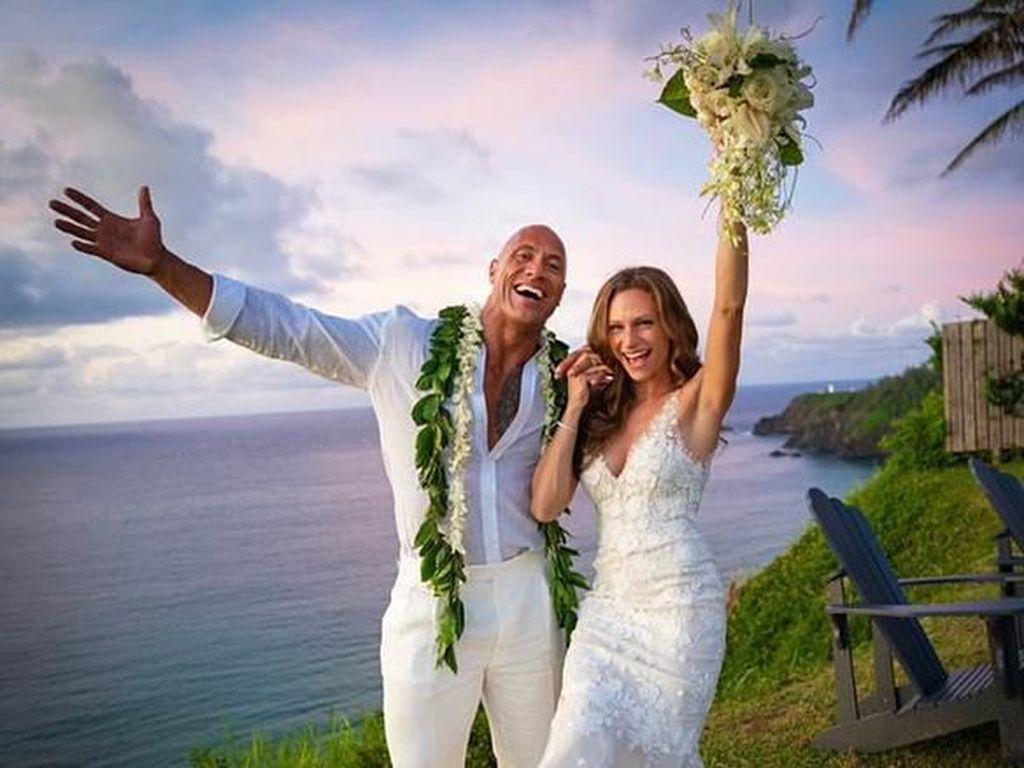 Cantiknya Gaun Pengantin Rp 177 Juta Lauren Hashian, Istri Dwayne Johnson