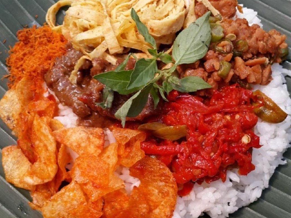 Ayo, Sarapan Nasi Langgi, Nasi Campur Paling Enak di Jawa!