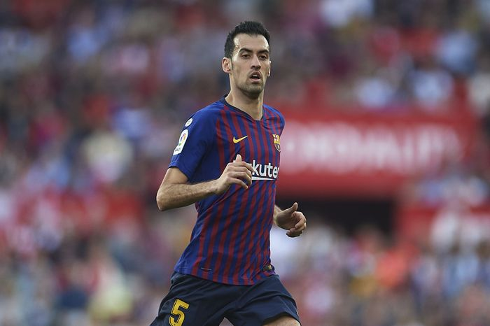 SEVILLE, SPAIN - FEBRUARY 23: Sergio Busquets of FC Barcelona looks on during the La Liga match between Sevilla FC and FC Barcelona at Estadio Ramon Sanchez Pizjuan on February 23, 2019 in Seville, Spain. (Photo by Aitor Alcalde/Getty Images)
