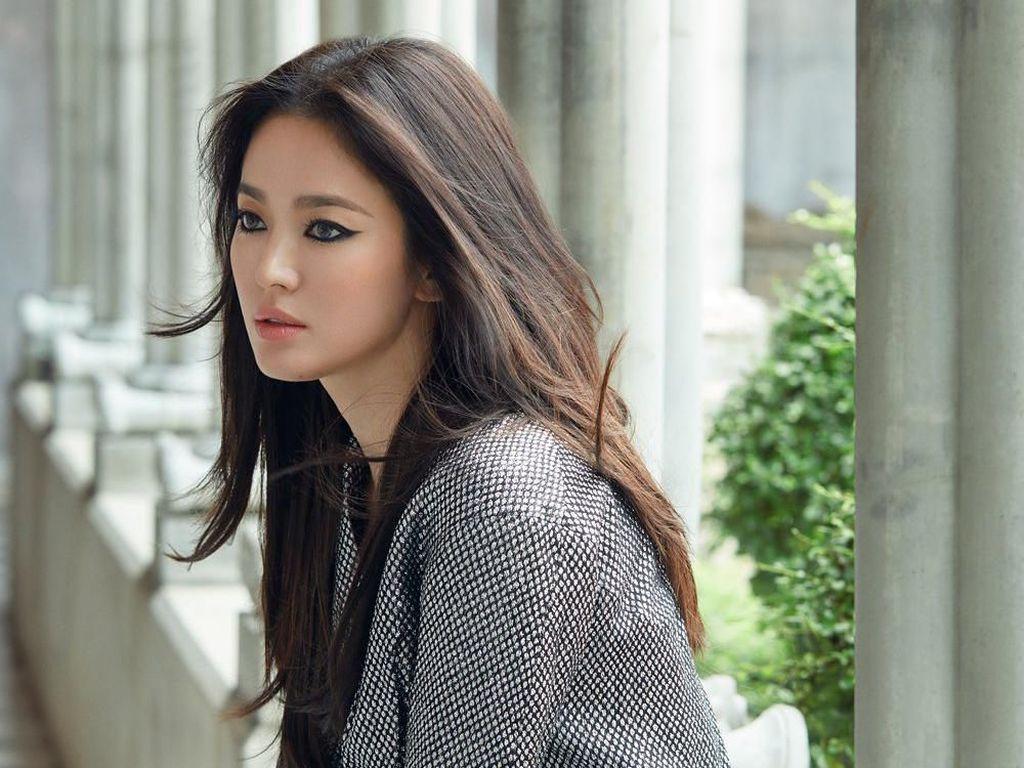Masih Kepoin Mantan, Song Hye Kyo Belum Terima Kenyataan?