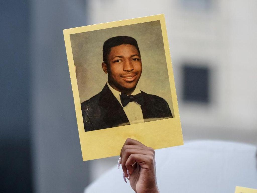 Cekik Mati Pria Kulit Hitam Saat Penangkapan, Polisi New York Dipecat