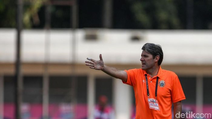 Pelatih Persija Jakarta Julio Banuelos. (Foto: Rifkianto Nugroho/detikSport)