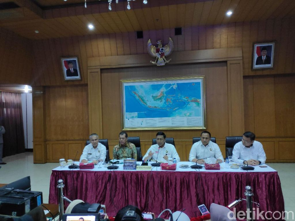 Wiranto: Penegakan Hukum terhadap Pembakar Hutan Kurang Tegas