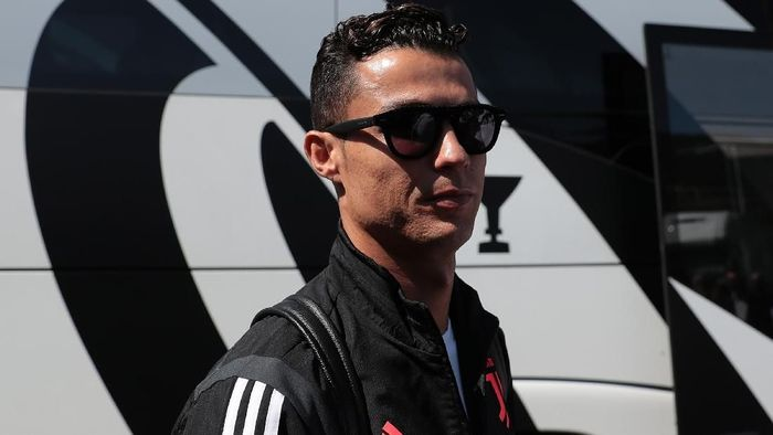 Cristiano Ronaldo mempertanyakan tingginya harga pemain di bursa transfer belakangan ini (Foto: Emilio Andreoli/Getty Images)