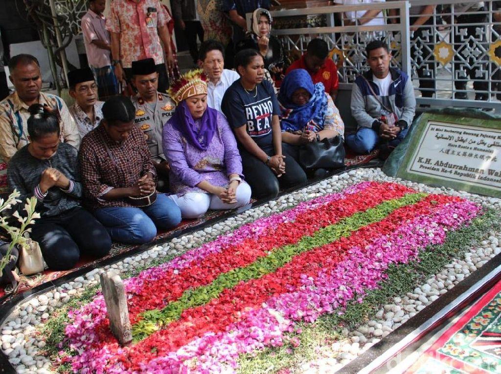Mahasiswa Papua di Jatim Kirim Pesan Perdamaian dengan Ziarah Makam Gus Dur