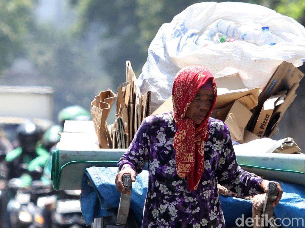 Manusia Gerobak Melawan Kerasnya Ibu Kota