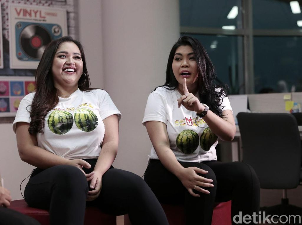 Dikritik Warganet, Clara Duo Semangka Tak Akan Lepas Kanopi Rumah