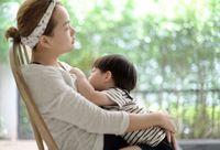 Ibu Menyusui di Tempat Umum, Tabu atau Layak Dipuji?