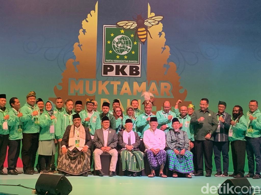Tutup Muktamar PKB, Maruf Amin Foto Bareng Cak Imin hingga Para Kiai