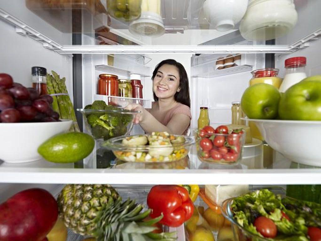 Begini Cara Simpan Makanan di Kulkas Tanpa Kantong Plastik