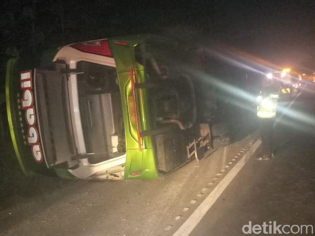 Kecelakaan Bus di Tol Tangerang-Merak, 4 Orang Tewas