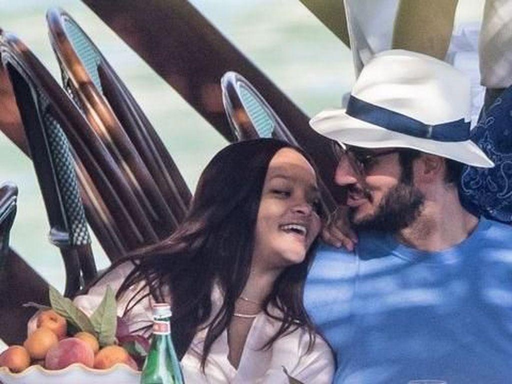 Momen Rihanna Santap Malam  Romantis dengan Kekasih