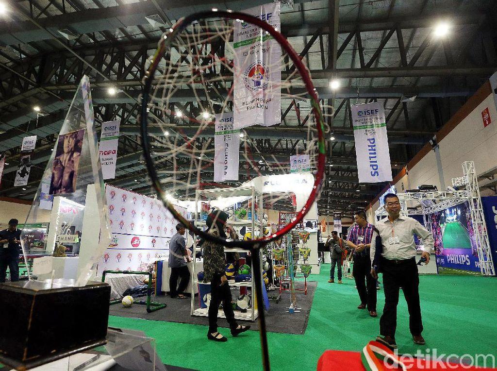 Raket Bolong Milik Marcus Gideon Mejeng di Pameran Olahraga JCC