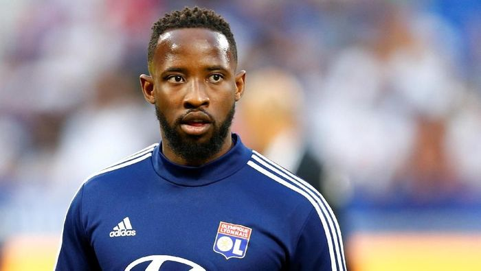 Soccer Football - Ligue 1 - Olympique Lyonnais v Angers - Groupama Stadium, Lyon, France - August 16, 2019   Olympique Lyonnais Moussa Dembele during the warm up before the match     REUTERS/Emmanuel Foudrot