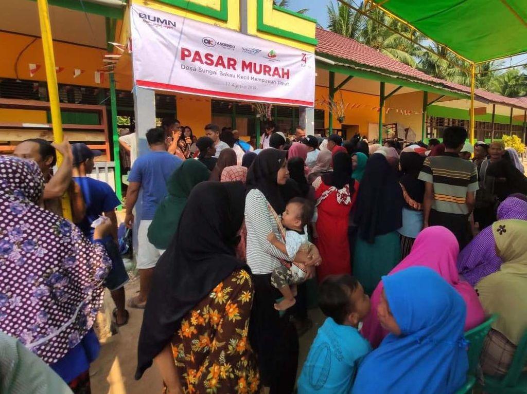 Warga Serbu Pasar Murah di Kalimantan Barat