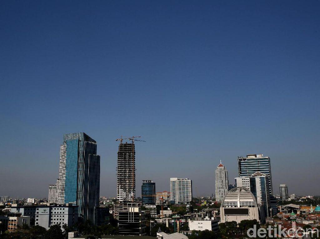 Birunya Langit di Jakarta Hari Ini