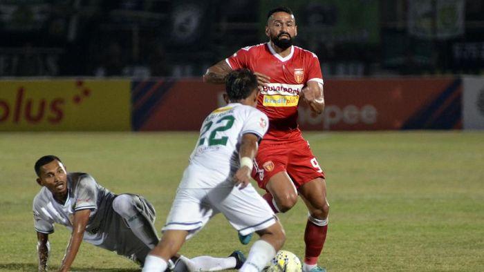 Badak Lampung FC dikalahkan Persebaya Surabaya (ANTARA FOTO/Ardiansyah)