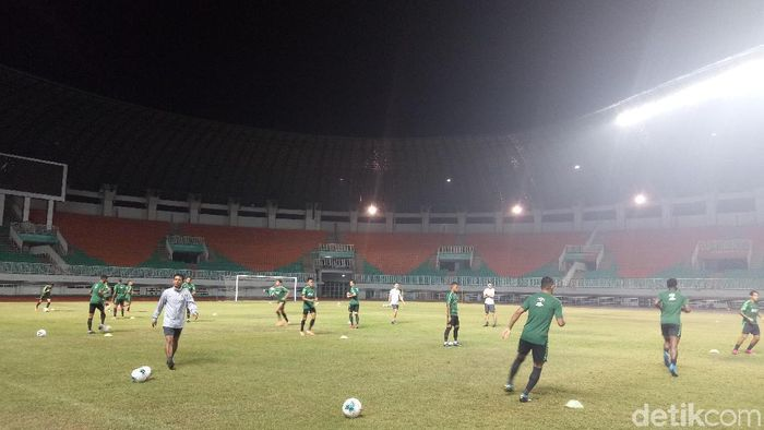 Latihan perdana Timnas Indonesia menjelang kualifikasi Piala Dunia 2022. (Foto: Amalia Dwi Septi/detikcom)
