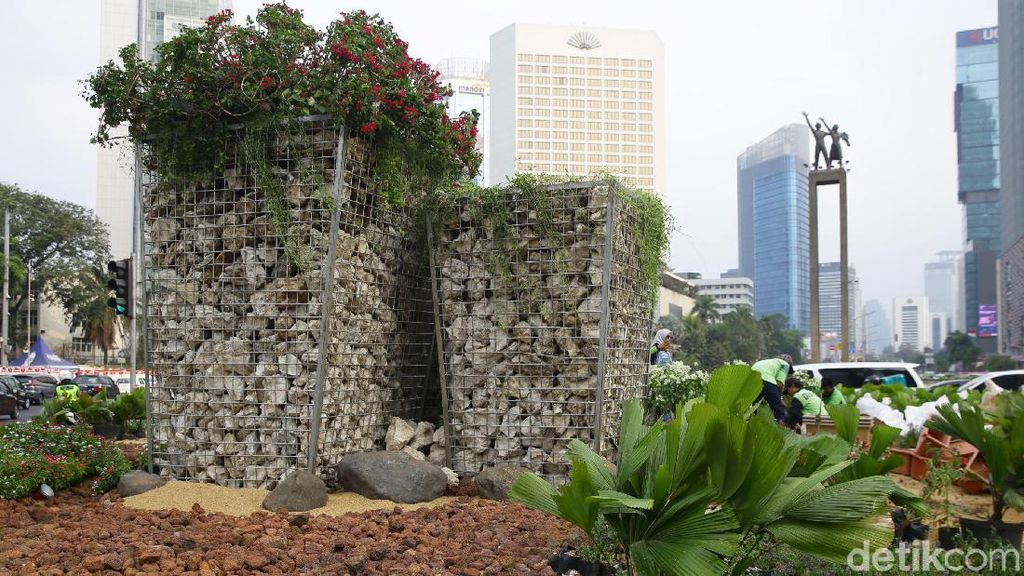 Melihat Lebih Dekat Instalasi Batu Gabion di Bundaran HI