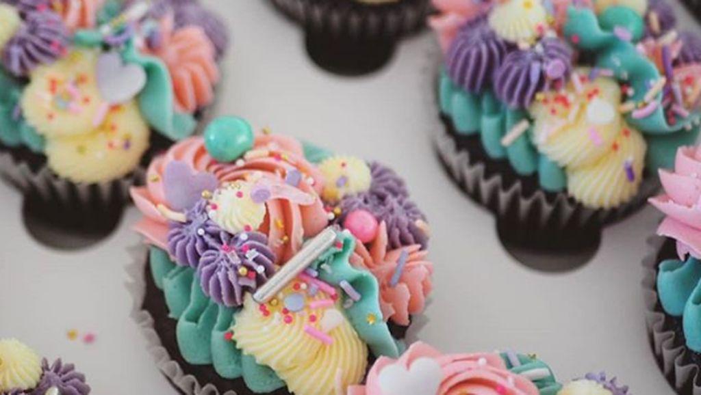 10 Inspirasi Cupcakes Cantik Untuk Meriahkan Pesta Pernikahan