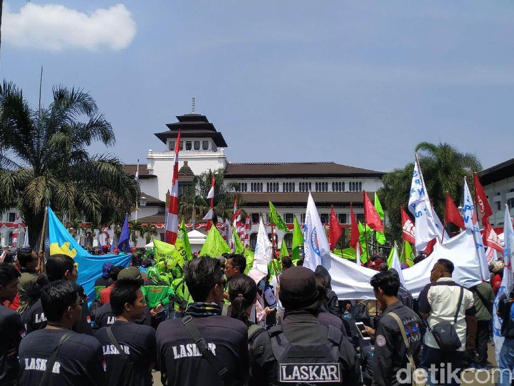 Buruh Minta Ridwan Kamil Dukung Penolakan Revisi UU Tenaga Kerja
